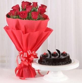 10 Adet kırmızı gül ve 4 kişilik yaş pasta  Adana çiçek gönder internetten çiçek satışı