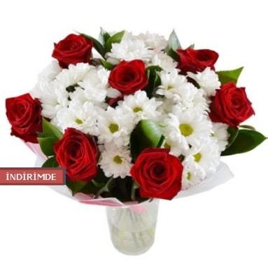 7 kırmızı gül ve 1 demet krizantem  Adana çiçek yolla çiçek gönderme sitemiz güvenlidir